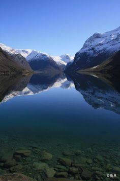Wunderschön :-) Lovatnet Lake - Loen, Norway