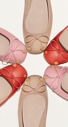 Designer Flat Shoes: Ankle Strap & Lace Up Flats Fancy Shoes, Cute Shoes, Me Too Shoes, Ballet Flats Outfit, Ballerina Flats, Shoes Boots Ankle, Top Shoes, Flat Shoes, Tory Burch