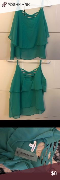 Teal crop top This super cute teal crop top has a cool design in the front and back roommates Tops Crop Tops