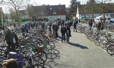 """Fahrradmarkt """"Fietsenbörse"""" in Hamburg am 9. April* Über 400 gebrauchte Fahrräder* Hamburgs größte Auswahl an gebrauchten FahrrädernWann? Sonntag, 9. April 10-15 UhrWo? Spielbudenplatz 21-22 (an der Reeperbahn), HamburgWer ein altes Fahrrad hat, kann dieses durch den Veranstalter verkaufen lassen. Fahrradabgabe ist ab 8.30 Uhr möglich* Probefahren ist möglich* kostenlose, unabhängige Beratung* Kaufvertrag wird durch den Veranstalter ausgestelltNach dem Erfolg in Münster, ..."""