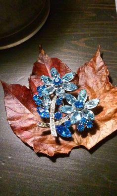 Vintage Beatiful Blue Crystal Very Large Floral Brooch #Unbranded