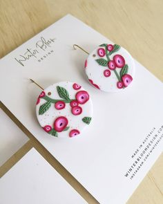 Polymer Clay Figures, Polymer Clay Projects, Diy Clay Earrings, Polymer Clay Jewelry, Terracota Jewellery, Polymer Clay Embroidery, Terracotta Earrings, Easy Easter Crafts, Clay Design