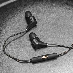 In-Ear Headphones // XR8i