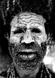 """Chimbu """"dead man"""" Papua New Guinea by Eric Lafforgue www.papua-by-raz.co.il/papua פפואה גינאה החדשה"""