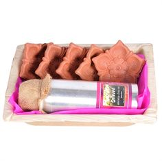 Spread the light and love this festive season with this set of 5 #handcrafted #terracotta diyas and a can of one of our lovely #aromatic #Diya oil. Packed in an eco-friendly Areca bowl, this gift is perfect to make this #Diwali an aromatic, auspicious and an extra-special one.  #organic #natural #gift #vegan #handmade