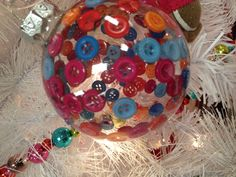 Love this button filled ornament! Draw Straws, Button Ornaments, Winter Fun, Claws, Christmas Bulbs, Events, Holidays, Holiday Decor, Ideas