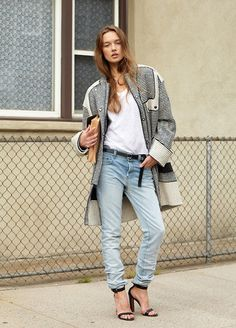 Rock a white and black horizontal striped coat with light blue jeans for a laid-back and fashionable outfit. Our favorite of an infinite number of ways to finish this ensemble is black heeled sandals. All Jeans, Jeans With Heels, T Shirt And Jeans, Denim Jeans, Jacket Jeans, Denim Coat, Sweater Weather, Preppy Fall Outfits, Look Fashion