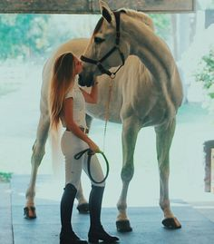I look tall next to him (I basically am tho lol) Cute Horses, Pretty Horses, Horse Love, Beautiful Horses, Bareback Riding, Horse Riding, Horse Photos, Horse Pictures, Horse Girl Photography