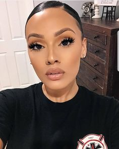 black girl makeup beauty makeup glam makeup for beginners looks for spring and prom and graduation makeup for glitter occasions. Highlight and eyebrows on fleek. Make Up Looks, Black Girl Makeup, Girls Makeup, Cute Makeup, Gorgeous Makeup, Amazing Makeup, Perfect Makeup, Beauty Make-up, Beauty Hacks