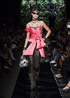 Moschino Spring/Summer 2018 fashion show Moschino Spring/Summer 2018 fashion show - see more on www.moschino.com