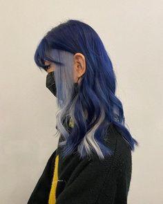 Cute Hair Colors, Hair Dye Colors, Cool Hair Color, Hair Inspo, Hair Inspiration, Split Dyed Hair, Hair Color Streaks, Dye My Hair, Dyed Hair Blue