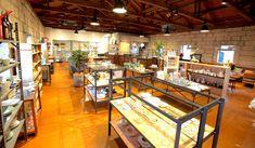 GEA|ギア隣接する「GEA#2」では、山形の作家の食器をはじめ、世界中から集めたライフスタイルグッズ、ステーショナリー、書籍、家具の販売と、コーヒーをサーブするカフェスペースも設置
