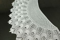 ФОТО Ravelry: Tinkerbells Shawl pattern by Anne-Lise Maigaard Knitted Shawls, Crochet Shawl, Hand Crochet, Crochet Stitches, Knit Crochet, Lace Shawls, Knitting Designs, Knitting Patterns, Crochet Patterns