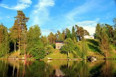 Der Blick auf unser graues #Sommerhaus am Langen See http://www.ferienhaus-schweden-see.com/ferienhaus-schweden-see.html