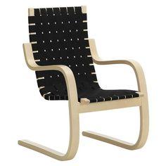 Mooie iconische stoel van Alvar Aalto met gebogen berken frame en linnen gevlochten zitting, een comfortabele design klassieker voor vlakbij de zitbank of in de studeerkamer. #artekfinland #alvaraalto #artek406chair #alvaraalo406fauteuil #designicon #woonkamer #leesstoel #decoratiefdesign Nordic Interior Design, Cantilever Chair, Outdoor Chairs, Outdoor Furniture, Alvar Aalto, Selling Furniture, Lounge Sofa, Bench With Storage, Black And Brown