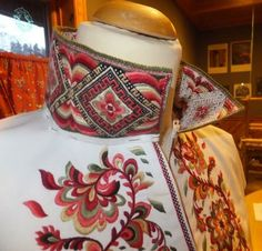 bunad krødsherad - Google-søk Jacobean Embroidery, Cross Stitch Embroidery, Folk Costume, Costumes, Scandinavian Embroidery, Going Out Of Business, My Heritage, Traditional Dresses, Scandinavian Design