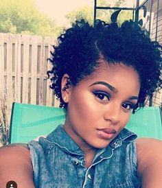 20. Kurzen Lockigen Frisur für Schwarze Frauen