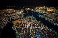 Fotos Nocturnas de NYC capturadas por la puerta abierta de un helicóptero a 7500 Pies de altura | videografoto