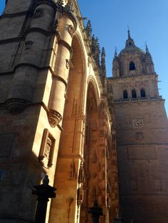 Salamanca #viajar #amoviajar #viajes #viajeros #travel #traveling #travelgram #travelblogger #travelblog #viajar #beautifulplace #world #worldtraveler #trip #voyage #instatravel #picoftheday #photooftheday #pictureoftheday #mundo #castillayleon #salamanca #españa #curiosidades #spain #ciudad #turismo #tourism #tourist #catedral