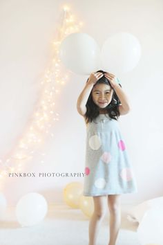 christmas picture idea. indoor +balloons! http://pinkboxphotography.blogspot.com/