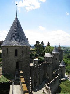 Vista das muralhas do castelo de Carcassonne, França.