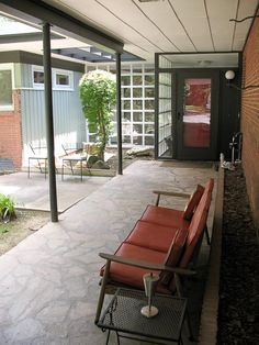 """Gabriel and Amanda's spectacular 1954 midcentury modern house — 28 photos  Posted by: pam kueber • April 30, 2012  """"Luckily we didn't have the money  to do all the renovationswewanted right away,  because we ended up fallingin lovewithmany of the  original aspectsthat we had considered changing."""""""