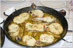 Merluza y cazón en salsa marinera con almejas. Camino de Santiago, The Way, Turigrino