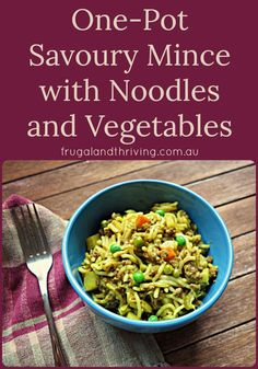 One Pot Savoury Mince with Vegetables and Noodles - Health and wellness: What comes naturally Goat Recipes, Mince Recipes, Beef Recipes, Cooking Recipes, Asian Recipes, Savoury Mince, Savoury Baking, Savoury Dishes, One Pot Meals