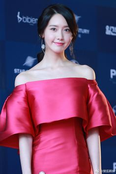 The Most Stunning Outfits Of Female Celebrities From The Baeksang Arts Awards - Koreaboo Sooyoung, Yoona Snsd, Yuri, Korean Beauty Girls, Asian Beauty, Asian Woman, Asian Girl, Good Looking Women, Ulzzang Girl