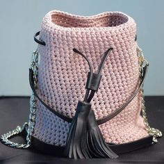 Rose gold crossbody bucket bag with a chain handle and crochet shoulder strap. ꔷ Luxury design handbag ꔷ Top trendy color 2019 ꔷ Unique crochet style bucket bag DETAILS: ꔷ Approx. base length height width ꔷ Detachable shoulder crochet strap length - // Crochet Handbags, Crochet Purses, Crochet Bags, Leather Tassel, Leather Pouch, Leather Handle, Bucket Bag, Tshirt Garn, Yarn Bag