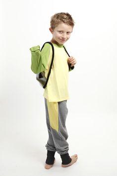 Das Longsleeve Froschi mit Handpuppe in Grün-Gelb ist kein normaler Pulli, denn es hat eine Zusatz-Funktion: Das Kind kann den Ärmel in eine Handpuppe verwandeln.