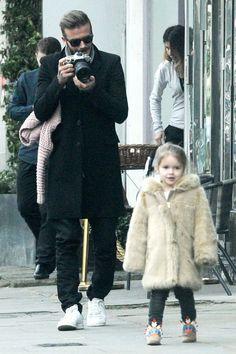 David Beckham takes a photo of daughter Harper in London on Feb. David Beckham Daughter, David Beckham Style, David Und Victoria Beckham, Victoria And David, World Handsome Man, Harper Beckham, Daddy Daughter, Daughters, Dad Baby