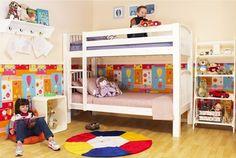 Decoração para um quarto com duas crianças.