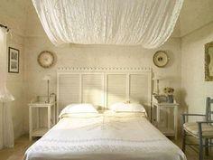 Da clássica à moderna, cabeceira faz toda diferença na decoração. Como um elemento chave na composição do quarto, ela é sinônimo de um ambiente personalizado e autoral - Reprodução/Internet