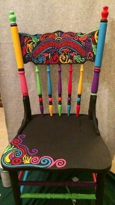 Exciting DIY Painted Chair Decor Ideas What's Decoration? Decoration could be the art of decorating the inside and exterior … Hand Painted Chairs, Funky Painted Furniture, Repurposed Furniture, Painted Tables, Repurposed Wood, Wooden Chairs, Metal Chairs, Vintage Furniture, Chair Makeover
