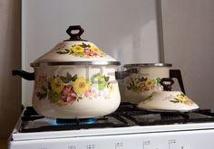 cacerolas con flores de porcelana