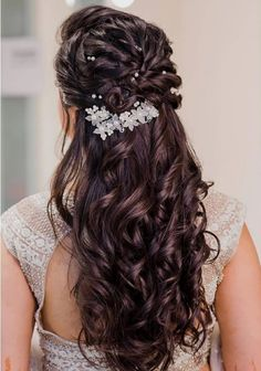 Curly Hairstyle For Brides o Flaunt At Big-Fat Indian Weddings wedding chicks hairstyle curlyhairstyle curlyhairstyleforbridal bridalcurlyhairstyle bridalhairstyle weddinghairstyle hairstyleforwedding hairstyleforbridal Bridal Hairstyle Indian Wedding, Bridal Hair Buns, Bridal Hairdo, Hairdo Wedding, Long Hair Wedding Styles, Braided Hairstyles For Wedding, Hairstyles For Weddings, Hair Style Weddings, Indian Bride Hair