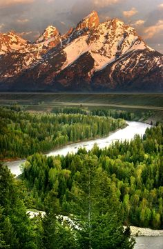 Snake River is main river,  Pacific Northwest in the United States.  Length- 1,078 mi (1,735 km).