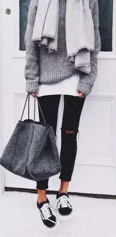 Gorgeous 32 Awesome Outfit Ideas to Wear During Winter https://clothme.net/2018/02/09/32-awesome-outfit-ideas-wear-winter/