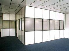 Divisórias eucatex com vidro.