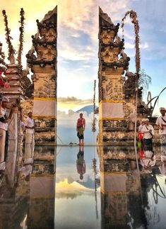 A complete guide to the top 13 places in Bali that you must visit - including the most popular locations, hidden gems, and most instagram-worthy spots. Best Places To Travel, Places To Go, Best Of Bali, Bali Travel Guide, Jungle Resort, Water Temple, Bali Shopping, Gili Island, Before Sunset