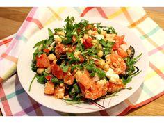 Salada quente de salmão e grão