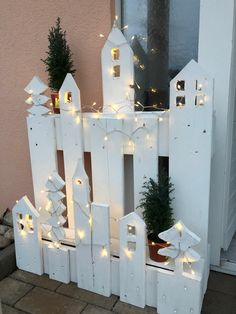 But actually a catscape- with heights for enjoyment and tiny buildings for lols . - Holiday wreaths christmas,Holiday crafts for kids to make,Holiday cookies christmas, Garden Projects, Wood Projects, Diy Garden, Garden Ideas, Project Projects, Noel Christmas, Xmas, Wood Crafts, Diy And Crafts