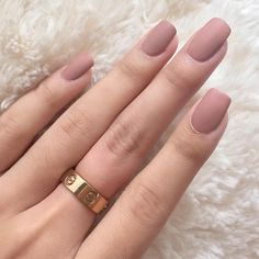 Many girls who have short nails, think that it is difficult to have a nice manicure design. But this is so wrong, if you choose the right nail polish color and design, you can have nice and stylish nail art design, even if your nails are too short. Matte Pink Nails, Rose Gold Nails, Cute Acrylic Nails, Matte Nail Colors, Gold Manicure, Matte Nail Polish, Dusty Pink Nails, Neutral Nails, Manicures