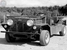 Now that's a lovely Mini Moke! I always see the Moke as simple motoring fun. A Mini that just makes you smile when your behind the wheel! Mini Vans, Make You Smile, Minis, Monochrome, Weird, Posts, Make It Yourself, Facebook, Cars