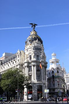 A travel guide on Madrid, Spain for foodies- this recap of our trip will give you travel tips & ideas on where to stay, what to do, & what to eat in Madrid! ChezCateyLou.com