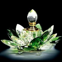Green Crystal Lotus Perfume Bottle                                                                                                                                                      Mais