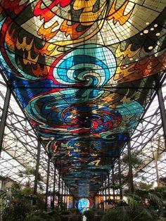 El COSMOVITRAL, es una estructura de hierro de estilo art nouveau, ubicado en Toluca Estado de México, Construido entre 1909 y 1933, el edificio alberga a este singular espacio artístico en el que se instalaron 65 vitrales cuya fabricación fue iniciada en 1978 por el artista toluqueño Leopoldo Flores y artesanos locales. En el lugar se instaló además un Jardín Botánico que cubre un área de 3 500 m2 con algo más de 1,000 especies de plantas de varias partes del mundo.