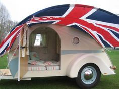 Custom teardrop by the English Caravan Company. I absolutely want this!