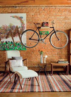 A bicicleta vira peça de decoração na sala